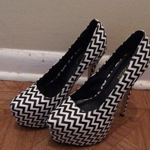White and black Chevron style heel